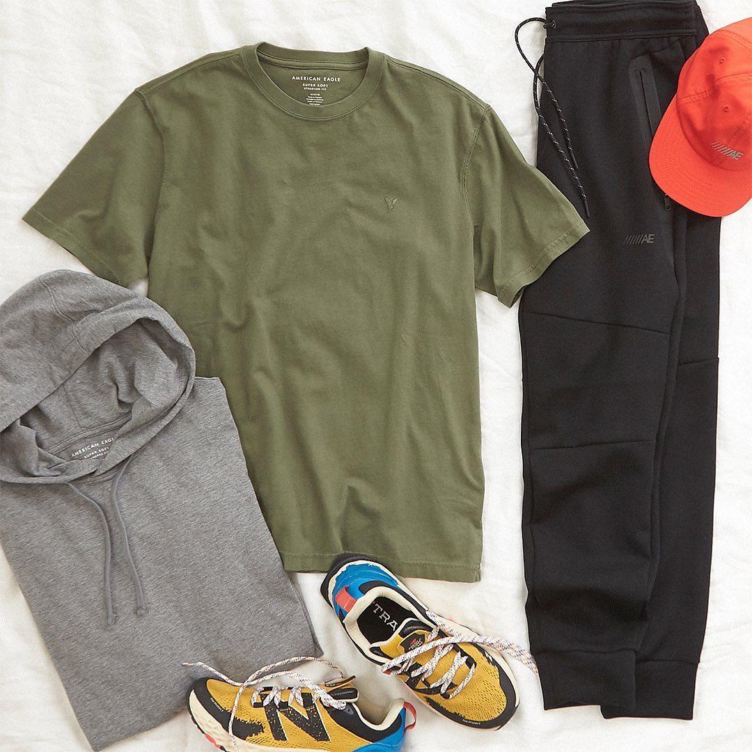 ملابس رياضية أمريكان إيغل